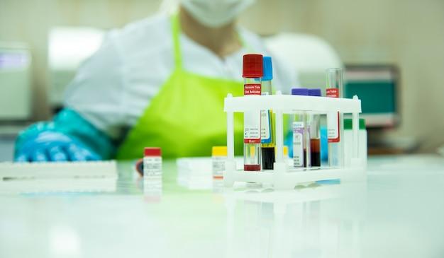 Медицинское лабораторное оборудование. анализ крови медицинское понятие.