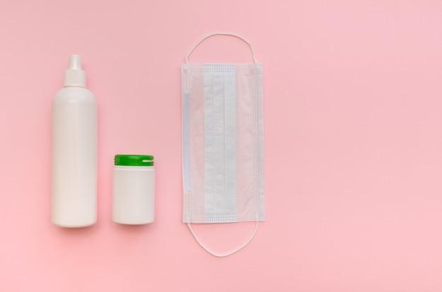 医療用マスク、錠剤、ビタミン剤、ピンク色の防腐剤