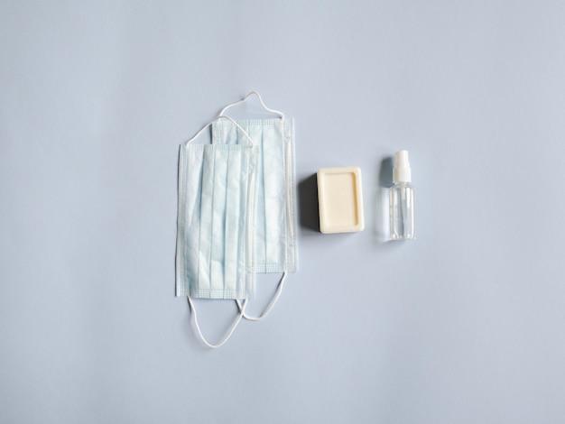 Медицинские маски, дезинфицирующее средство для бутылочек и кусковое мыло