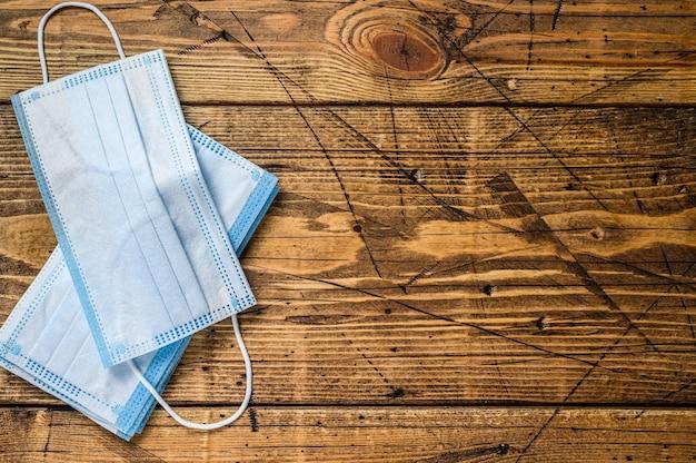 의료용 보호 마스크는 코로나 바이러스를 예방합니다. 가단성 코 클립이있는 일회용 수술 용 안면 마스크.