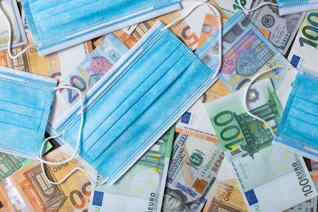 Медицинские защитные маски и деньги