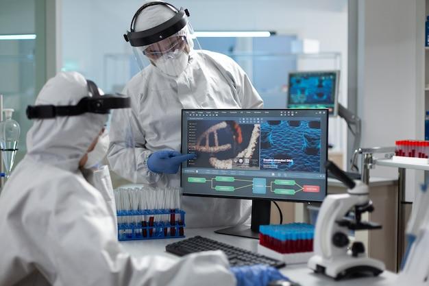 Covid에 대한 보호 장비를 착용하는 의료 전문가 팀