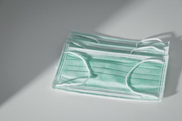 의료용 수술 마스크, 감염 예방, covid-19 또는 코로나 바이러스, 코로나 바이러스 예방에 사용합니다.