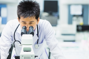 Medical technologist is working in the laboratory