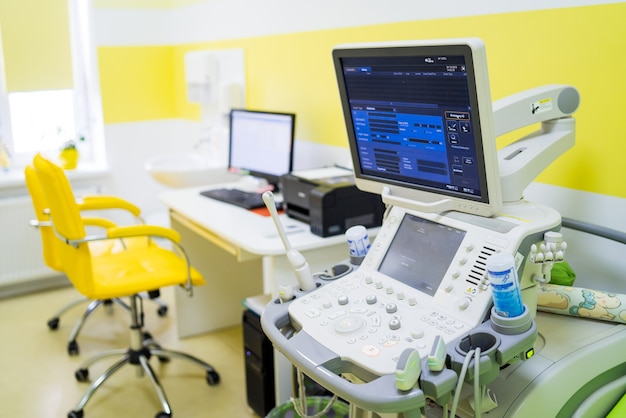 클리닉의 의료용 초음파 진단 장비