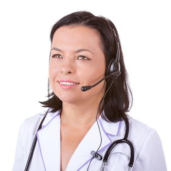 白い背景の上の聴診器とヘッドセットの医療女性医師