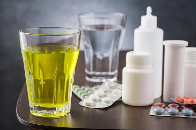 독감 또는 독감에 대한 약. 알약과 약 항아리