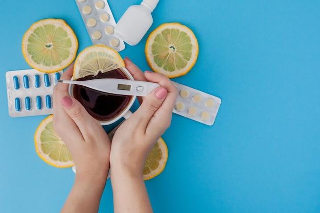 Лекарства, таблетки, градусник, средства народной медицины для лечения простуды, гриппа, жары