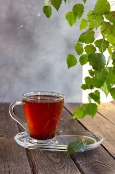 Лечебный чай из березовой чаги применяется в народной медицине. выборочный фокус.
