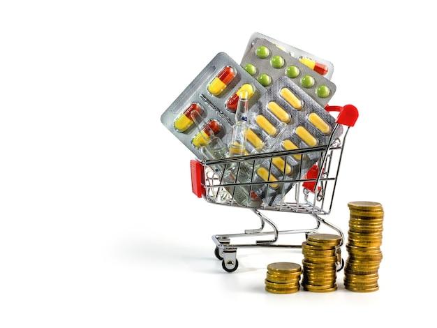 ショッピングカート内の薬とお金の錠剤カプセルとアンプル