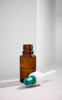 Бутылки с лекарствами и вакцинами