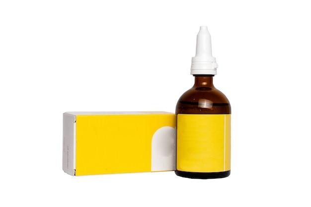 약 병 및 패키지 흰색 배경에 고립입니다. 빈 의학 의료 유리 병 액체 액체 포장 포장 포장 상자 레이블 흰색 배경에 고립