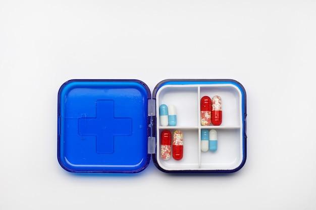 Капсулы лекарства в коробке
