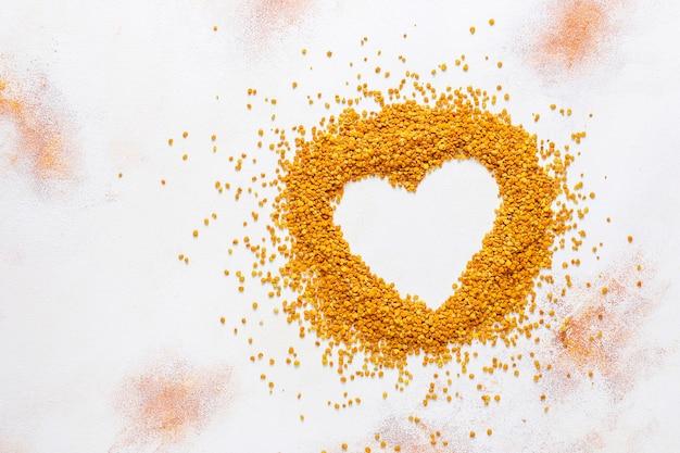 Пищевая лекарственная пчелиная пыльца.