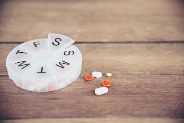 Таблетка с лекарством в дотах