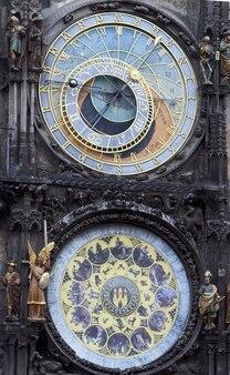 프라하의 구시가지 광장에 있는 중세 천문 시계