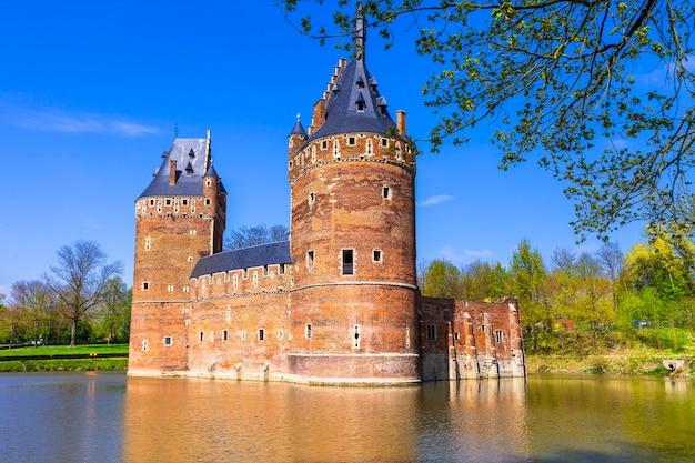 中世の城ベールセル。ベルギーの旅行とランドマーク