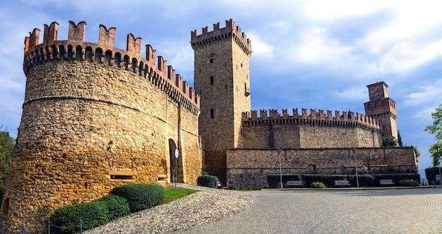 イタリアの中世の城-ピアチェンツァ県カステッロディヴィゴレーノ