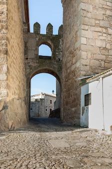 트루 히요의 벽에있는 중세 문 게이트
