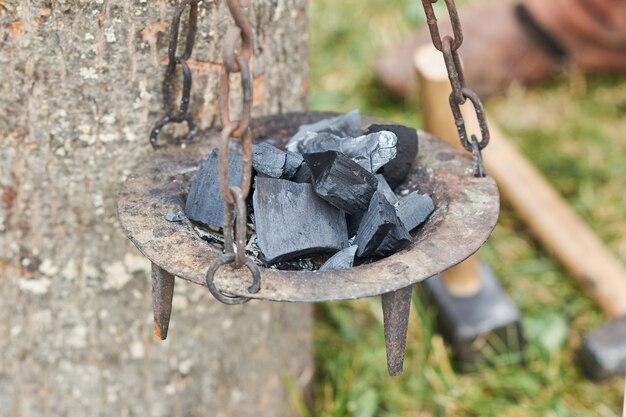Средневековая подвесная чаша для плавки металла для изготовления монет