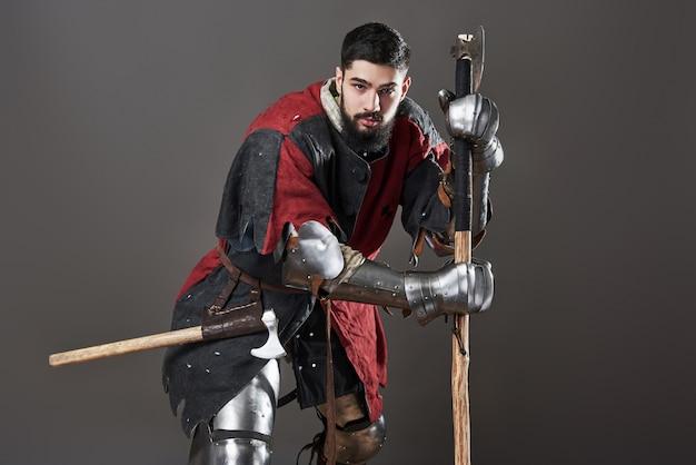 灰色の中世の騎士