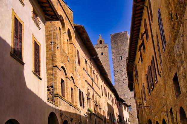Средневековая архитектура города сан-джиминьяно в тоскане, италия