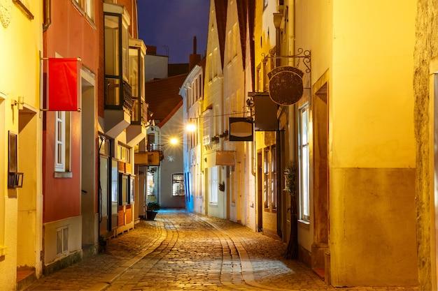 ドイツ、ブレーメンの中世の通りシュヌール