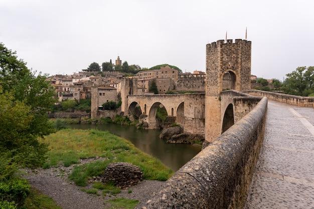 Средневековый город в дождливый день