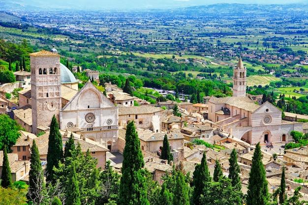 Средневековый город ассизи, умбрия, италия