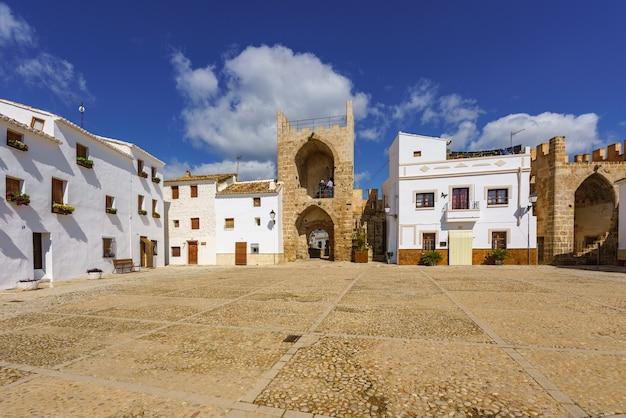 스페인의 마을에있는 중세 마을 광장