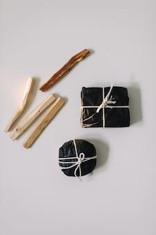 Медитация очищающая лечебная релаксационная концепция с деревянными палками пало санто