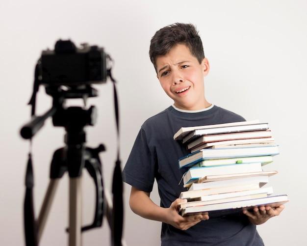 Medium blogger con libri