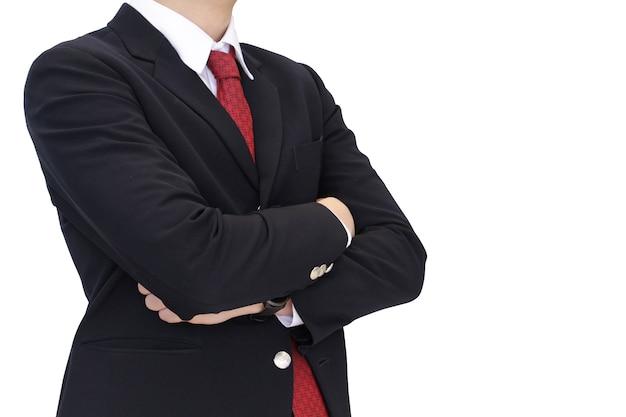 Тело делового человека среднего кадра в черном костюме со скрещенными руками