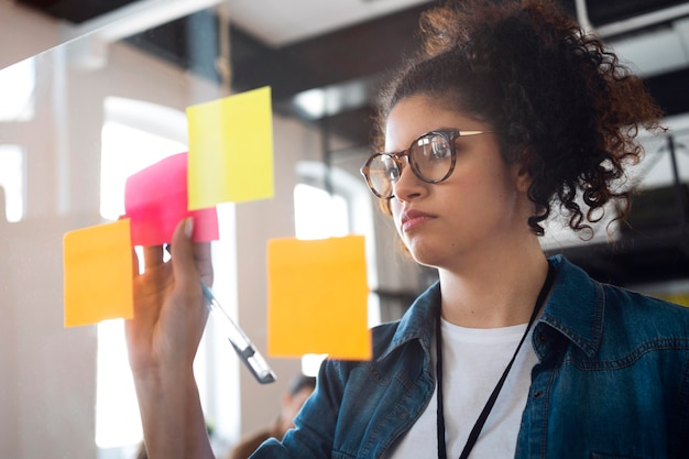 Medium shot business woman with post its
