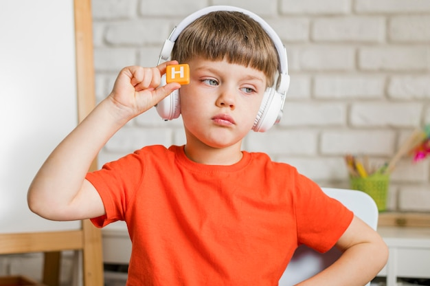 Medium shot child with headphones