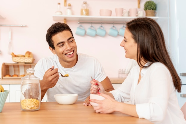 Medium shot couple having breakfast together