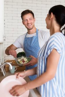 Medium shot couple in kitchen