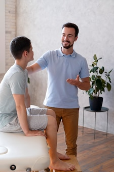Medium shot doctor talking to patient
