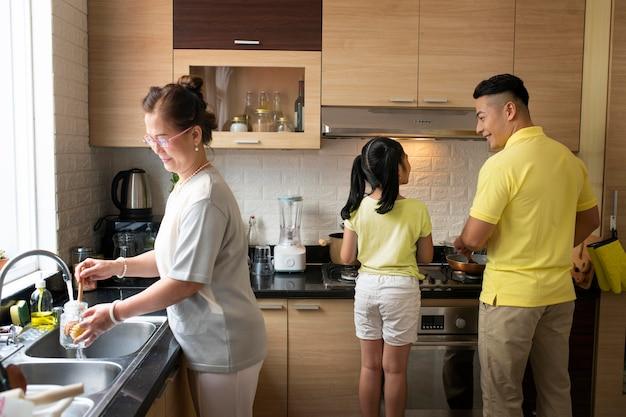 Medium shot family in kitchen