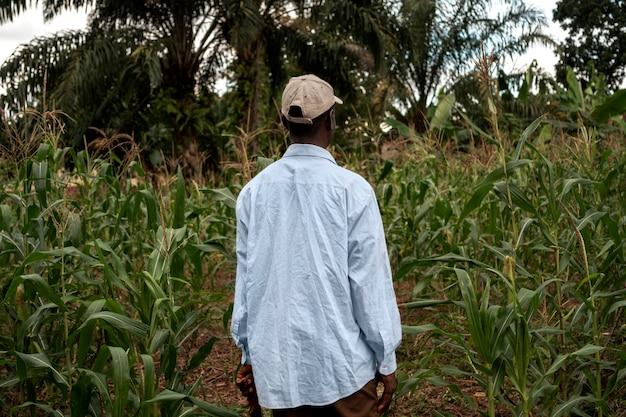 Cappello da contadino con tiro medio
