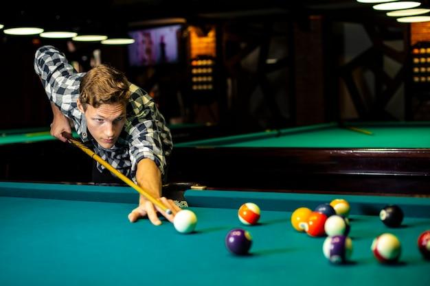 Medium shot guy holding pool cue