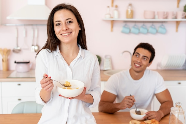 Medium shot happy couple in the kitchen