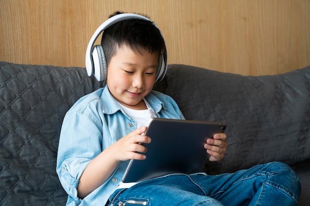 Medium shot kid holding tablet