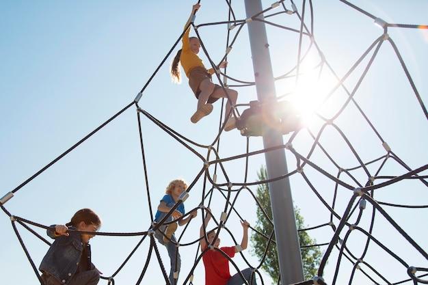 중간 샷 아이 등반 로프