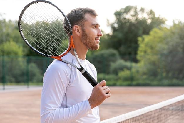 Medium shot man on tennis court