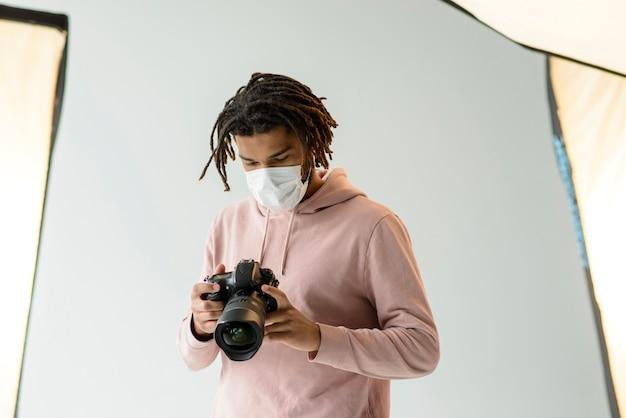 Medium shot man with surgical mask