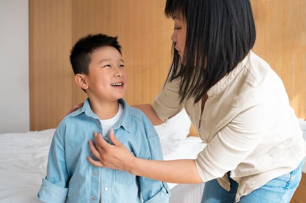 Средний план для матери и ребенка