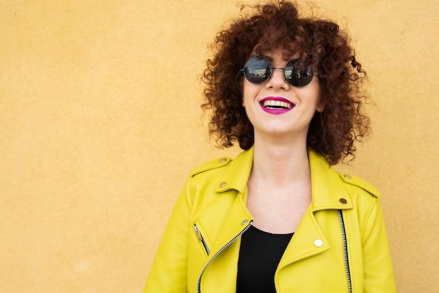 Средний снимок модельной улыбки
