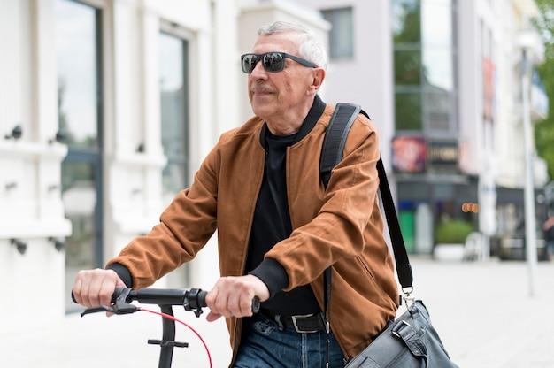 Medium shot old man wearing sunglasses