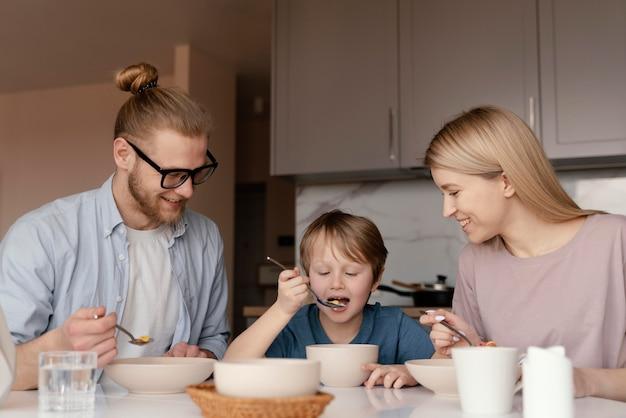 Medium shot parents and kid at table